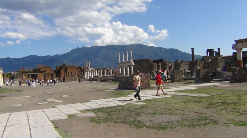 pompeii and its ruins
