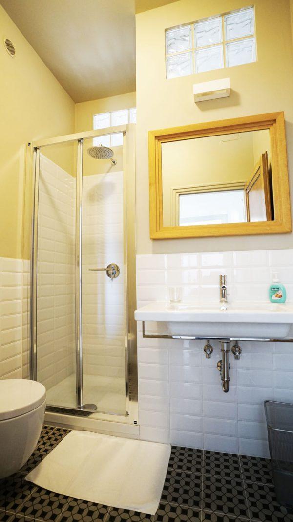 Rome Colosseum Terrace Apartment Bathroom